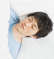 睡眠時無呼吸症候群は突然死に繋がることもある病気です。